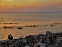 See Okeechobee-Sonnenuntergang und Felsen-Steinhaufen lizenzfreie stockfotografie