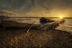 See-Sonnenaufgang auf dem Dock Stockbild