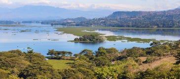 See Suchitlan gesehen von Suchitoto Stockfotos