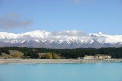 See Tekapo und Berge Lizenzfreie Stockfotografie