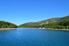 See und Bäume Lizenzfreies Stockfoto