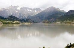 See und Berg Lizenzfreie Stockfotografie