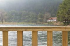 See und Bretterzaun Lizenzfreies Stockbild
