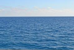 See-und Himmel-Hintergrund Lizenzfreie Stockbilder