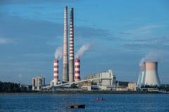 See und Kraftwerk Lizenzfreie Stockfotografie
