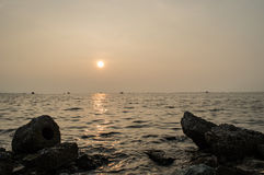 See- und Ozeansonnenuntergangtapeten und -hintergrund Lizenzfreie Stockfotografie