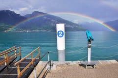 See und Regenbogen in der Schweiz Stockfotografie