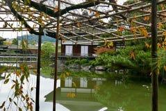 See und Tempel in Kyoto Stockfoto