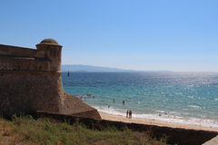 See- und Zitadellenwand in Ajacco Corse, Frankreich Stockfoto