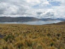 See unter den Bergen in Arequipa, Peru Lizenzfreie Stockfotografie