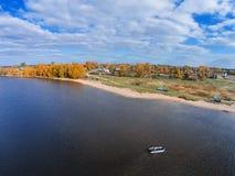 See Volgo nahe dem Dorf von Selishche Lizenzfreie Stockfotos