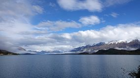 See Wakatipu auf szenischem Antrieb Glenorchy, Neuseeland stockbilder