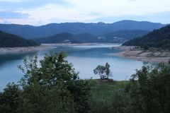 See Zaovine auf Tara-Berg lizenzfreies stockfoto