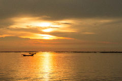 Seeabendsonne bei Sonnenuntergang Lizenzfreie Stockfotos