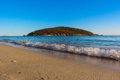 Seeansicht-Verkäufer auf dem Strand lizenzfreies stockfoto