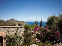 Seeansicht von einem Haus in Griechenland Lizenzfreie Stockfotos