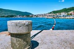 Seeansicht von einem Pier der Schiffe auf Hezeg-Novidamm Kotor Schacht, Montenegro Lizenzfreie Stockfotos