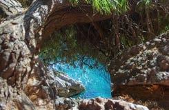 Seeansicht von einer steilen Klippe Stockbild