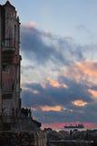 Seeansicht von Tellaro-Kirche lizenzfreie stockbilder