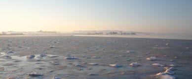 Seeansicht, Winterjahreszeit Stockfotos