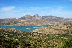 Seeansicht, Zahara de la Sierra, Andalusien, Spanien. Stockfotos