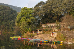 Seeblick in Pokhara Stockbilder