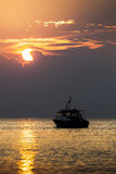 Seeboots-Himmel-Sonnenuntergang stockfotografie