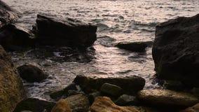 Seebrandung an der Küste stock footage
