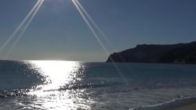 Seebrandung am Sonnenuntergang stock video