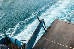 Seefarbänderung, als das Fährenschiff segelte Lizenzfreies Stockbild