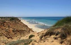 Seefelsen und Strandansicht Lizenzfreie Stockbilder