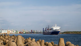 Seefähre verlässt den Hafen von Klaipeda, Litauen Lizenzfreies Stockbild