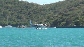 Seeflugzeug nahe exotischer Insel Stockfotos