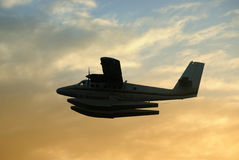 Seeflugzeug am Sonnenuntergang lizenzfreie stockfotografie
