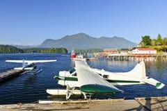 Seeflugzeuge am Dock in Tofino, Kanada Lizenzfreie Stockbilder