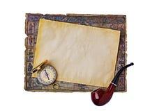 Seegegenstände: alte Karte, Pfeife und Kompass Stockbilder