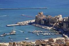 Seehafen Castellammare Del Golfo stockbild