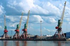 Seehafen, Hafen, Marinesoldat, Kran, ladender Anschluss, Laden, Logistik, Pier Lizenzfreies Stockfoto