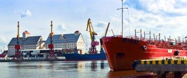 Seehafen, Hafen, Marinesoldat, Kran, ladender Anschluss, Laden, Logistik, Pier Stockfoto