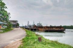 Seehafen mit dem Schiff stockbilder