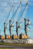 Seehafen mit Kränen Stockfotografie
