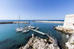 Seehafen in Puglia Italien lizenzfreies stockfoto