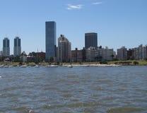 Seehafen und Allee Montevideo Lizenzfreie Stockfotos
