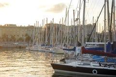 Seehafen von Barcelona bei Sonnenuntergang Stockbild