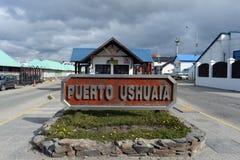 Seehafen von Ushuaia - die südlichste Stadt der Erde stockfotografie