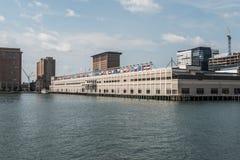 Seehafen-World Trade Center-Errichten BOSTONS, USA gelegen auf dem Ufergegend Commonwealth Pier South Boston lizenzfreies stockfoto