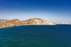 Seeküste mit Hügeln Lizenzfreie Stockbilder