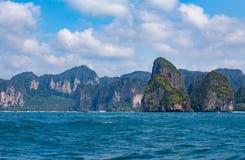 Seeküste und Berg, schöne Naturlandschaft Stockfoto
