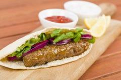 Seekh Kebabs в хлебе пита Стоковые Фотографии RF