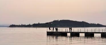 Seelandschaft bei Sonnenuntergang Lizenzfreie Stockbilder